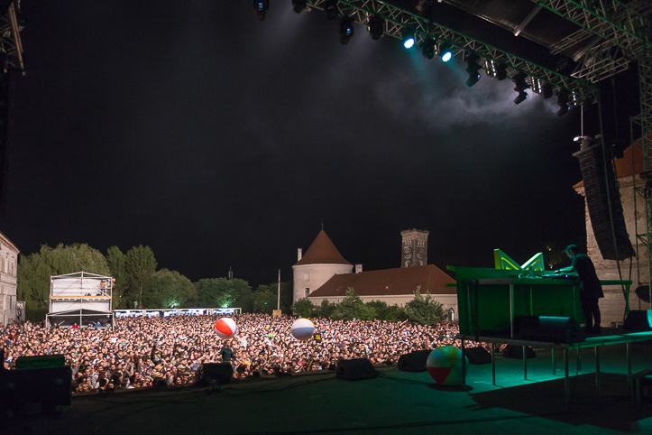 Disco-Modern-Electric-Castle-Festival-2015